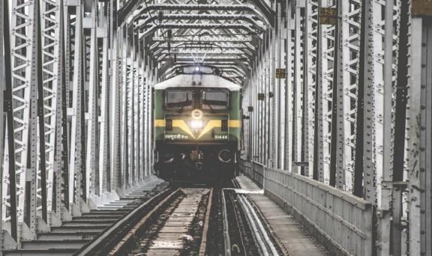 train-1209291_1280