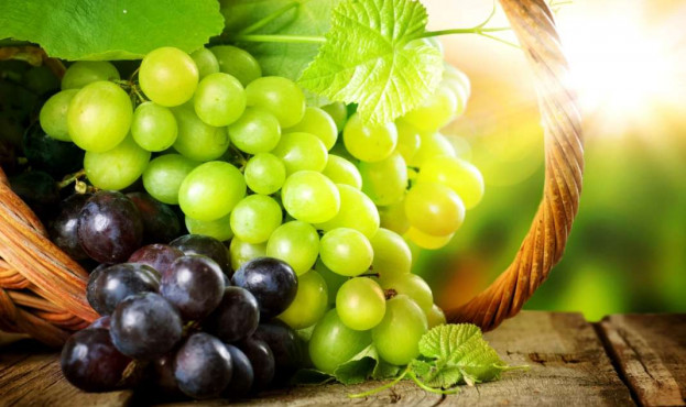 Delicious-green-grapes-and-red-grapes_2560x1600