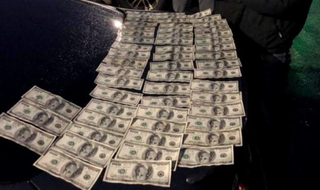 Результат пошуку зображень за запитом Посадовець Держгеокадастру попався на хабарі у 10 тис дол США
