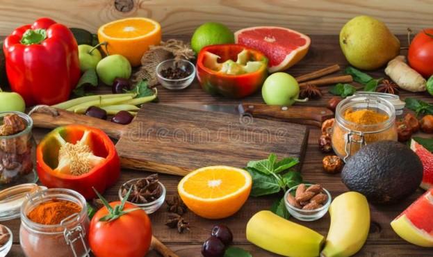 здоровая-еда-чистый-выбор-еды-плодоовощи-овощи-семена-специи-на-121289599