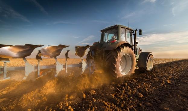 трактор-земля
