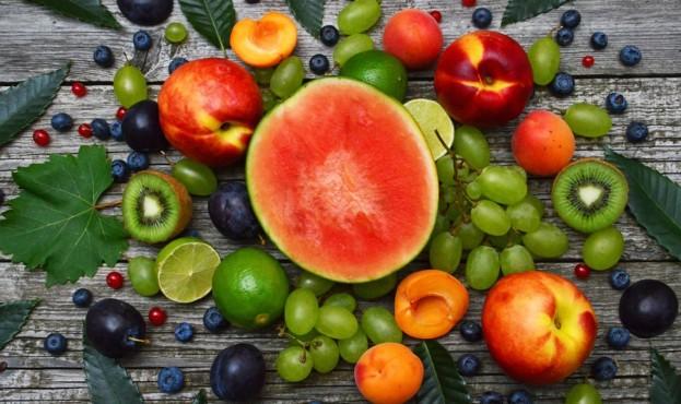 fruktyi-arbuz-persik