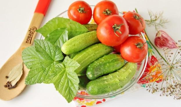 pomidori_s_ogurcami_na_zimu-601496