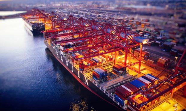 hanjin-vessel-container-ship-port-vecher-gruzovye-operatsii