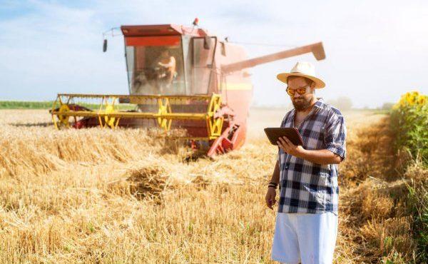 depositphotos_188464929-stock-photo-modern-farmer-tablet-wheat-field