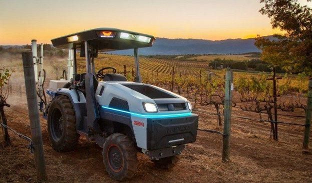 predstavlen-pervyj-v-mire-jelektricheskij-traktor-s-avtonomnym-upravleniem-video_5fd4b84e3f79a