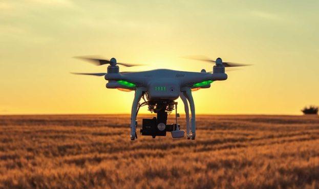 kak-dronyi-pomogayut-agrariyam