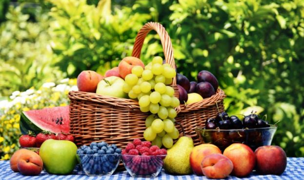 fruits-berries-shopping-dish-table-tablecloth-cherry-raspberry-blueberries-apples-pear-strawberry-plum-watermelon-peaches-nectarine-apricots-grapes-800x532