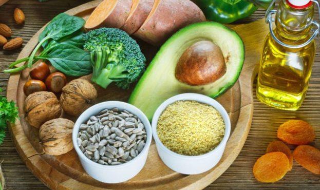 Produkty-harchuvannya-yaki-mistyat-vitamin-E-1