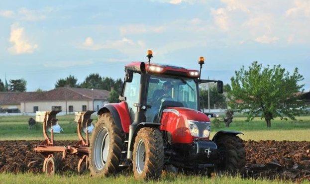 luchshie-modeli-traktorov-dlya-chastnogo-ispolzovaniya-avtoreliz.com-21-e1547546649867