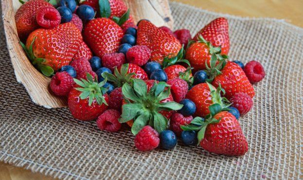 strawberries-5009367_1920