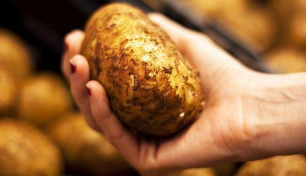 160303132411_potato_hand_624x351_istock_nocredit
